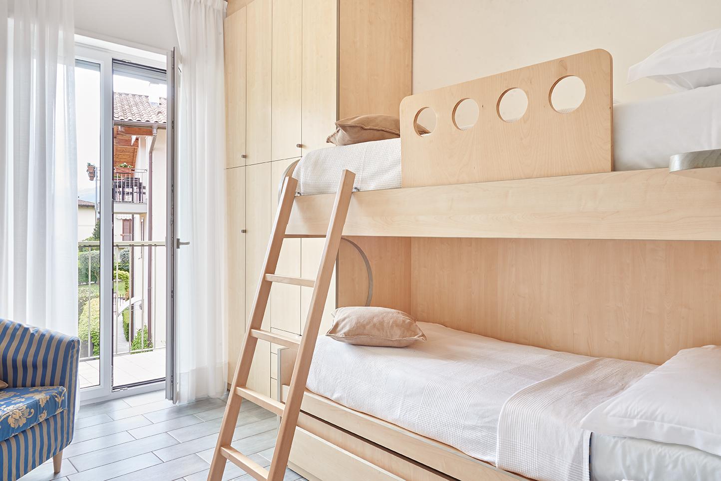 Trilocali residence domaso for Piani appartamento 1 camera da letto
