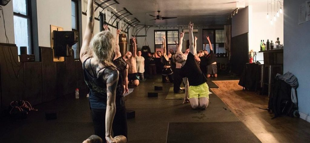 Metal-Yoga-Bones-lago-di-como