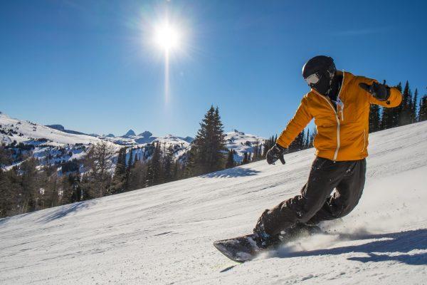 snowboard-benefici-sciare-lago-di-como